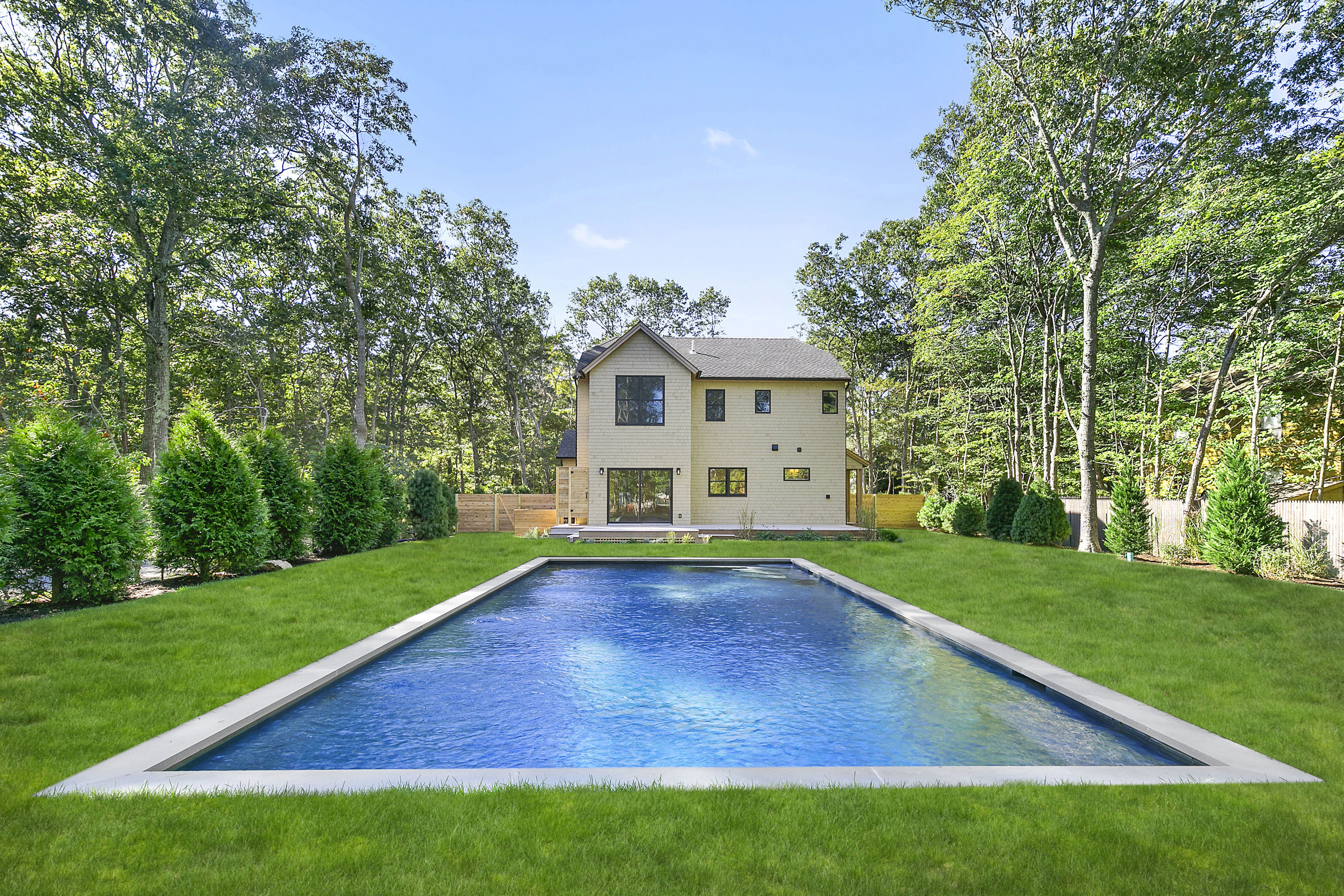 80 Sycamore Dr - East Hampton Springs, New York