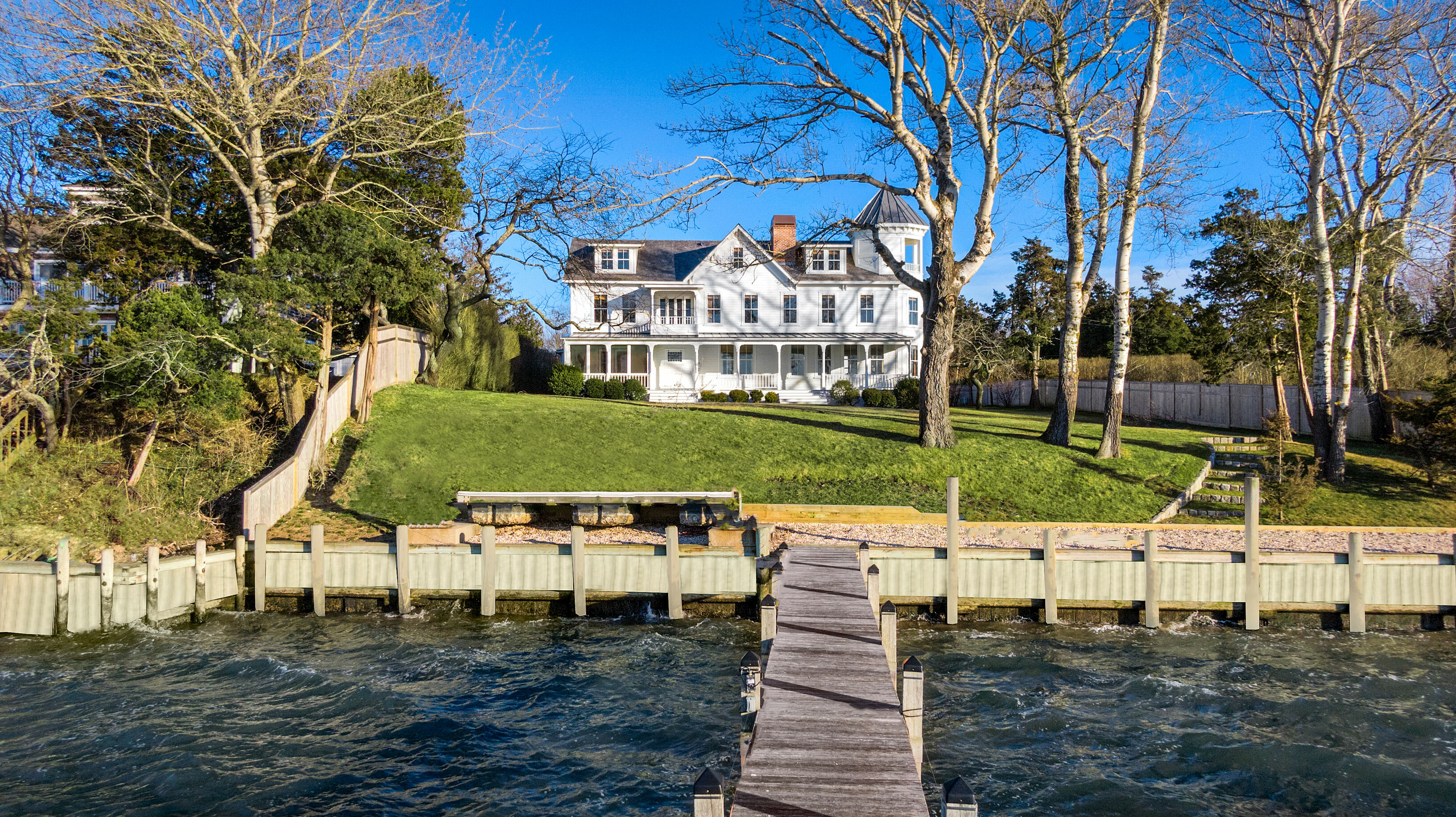 26 Elder Ave - Hampton Bays, New York